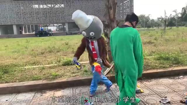 真人版植物大战僵尸!小豌豆被步步紧逼,总算打倒了一个坏僵尸