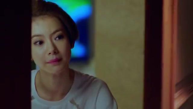 明亮妈妈找明亮痛哭,因为和男友三观不合,想暂时搬来和她同住!