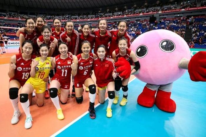 中国女排4连胜高居榜首,下一轮将战东道主!美国击败荷兰排第二