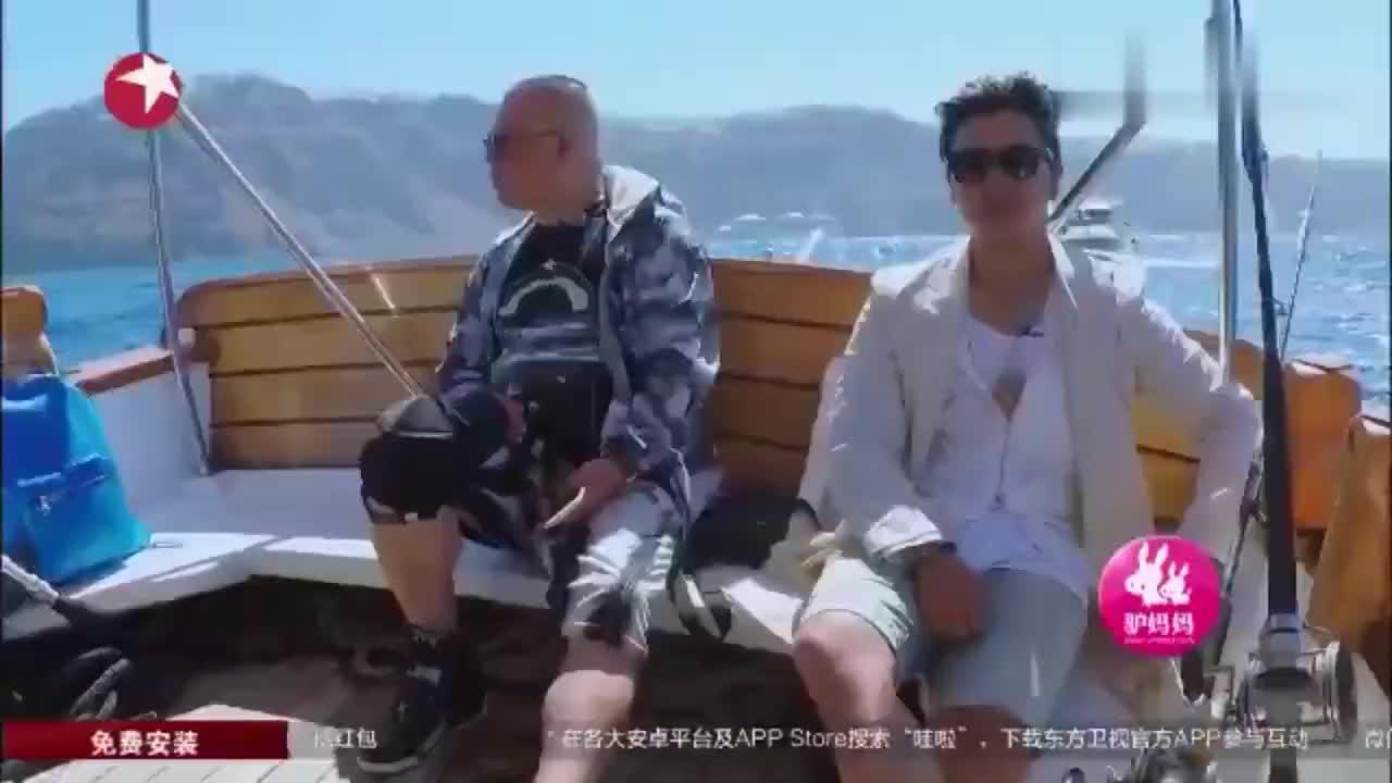 花样男团:男神们出海钓鱼,郭老大灵活上船,乘着风浪摇摆,享受