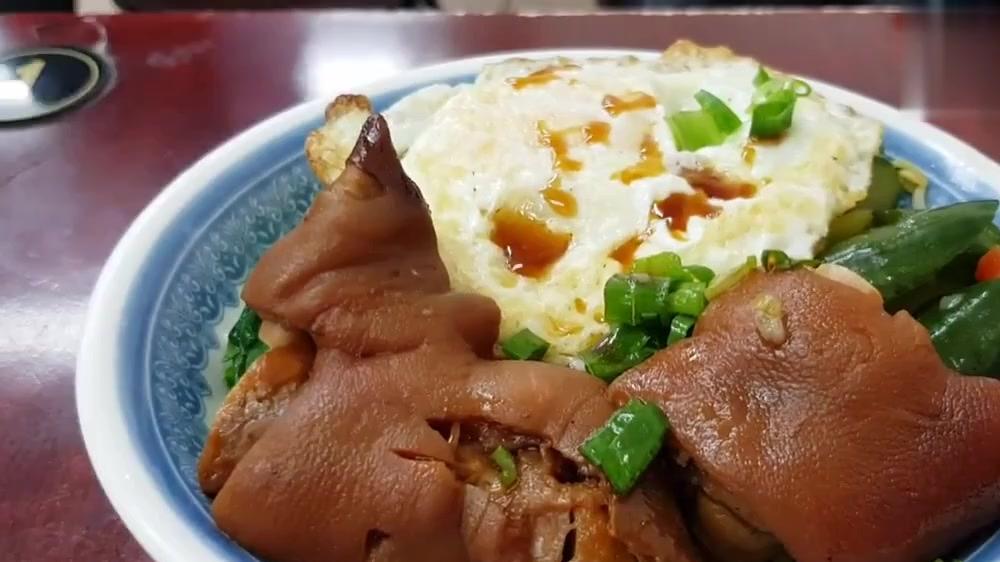 台北这家小店的猪脚饭太好吃了,猪脚卤的太棒了,入口即化,真香