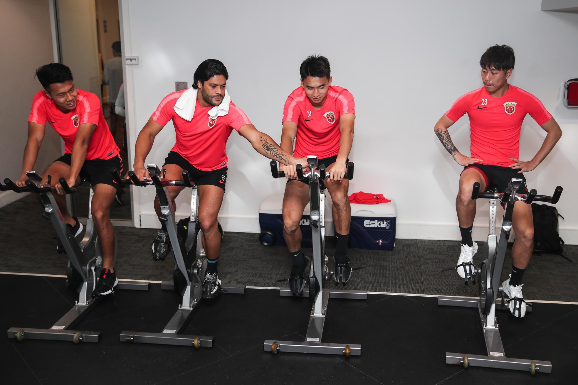 上海上港全体球员在悉尼进行第一堂训练课,上港积极备战新赛季