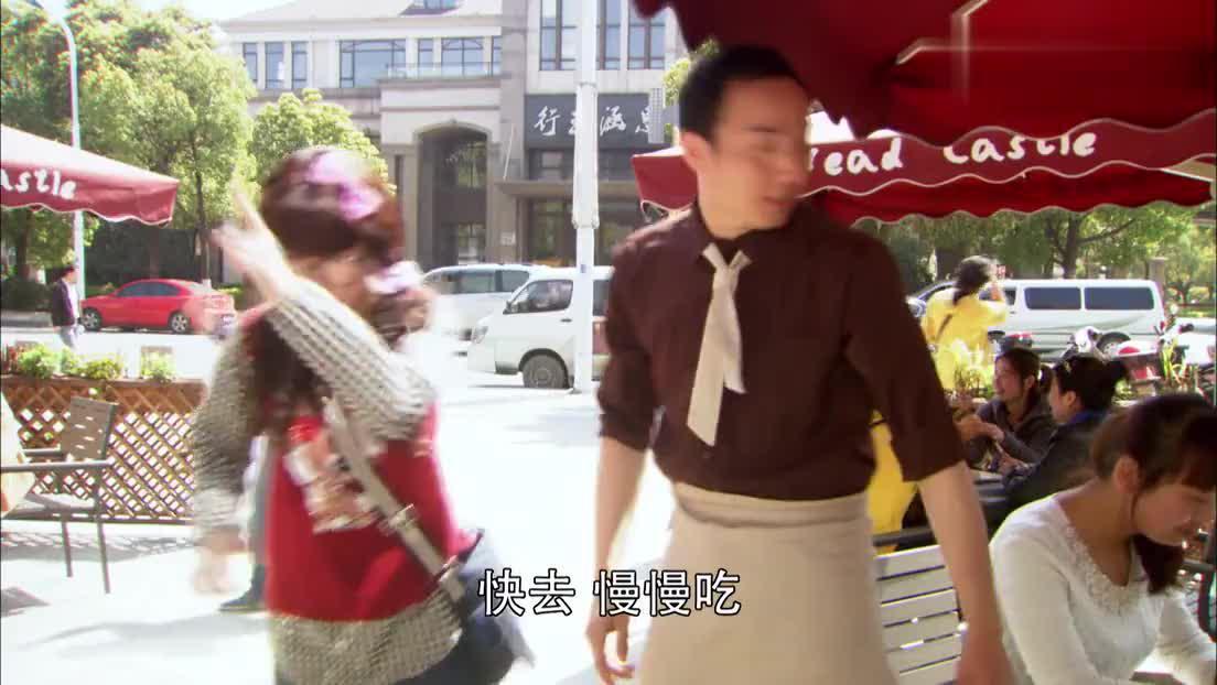 丑女好心帮助小朋友不料被小孩母亲怒斥结果老板霸气挺身而出