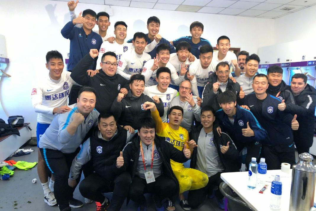 中超第30轮天津泰达2:0战胜重庆斯威,瓦格纳与曹阳各进一球