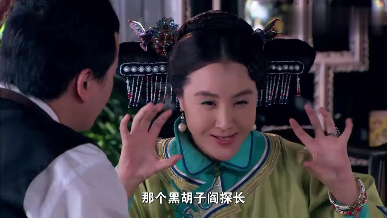 四太太自顾自地开玩笑不料闫探长却看着她的手拔不出眼来了