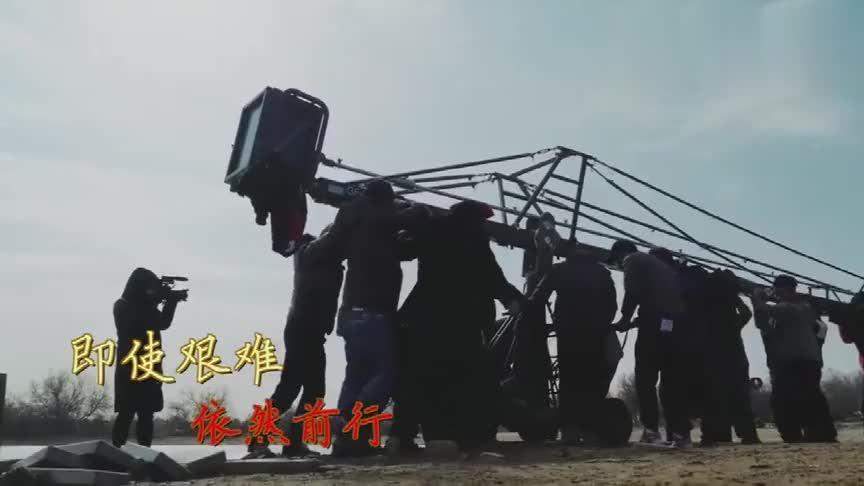 《唐砖》花絮剧组进入沙漠拍摄王天辰上演真正的吃土