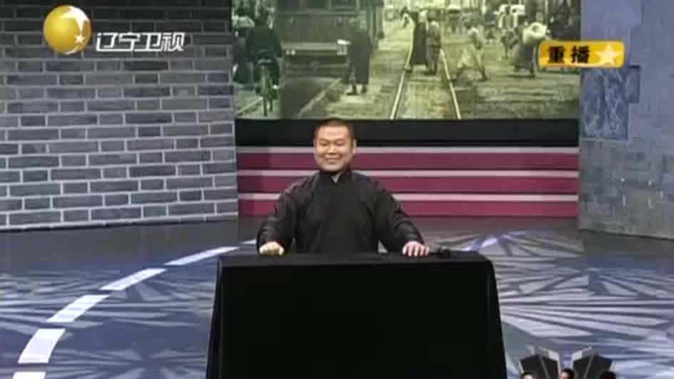 """岳云鹏演出卖力鞋都坏了,演出被迫中止,小岳岳开出""""天价"""""""