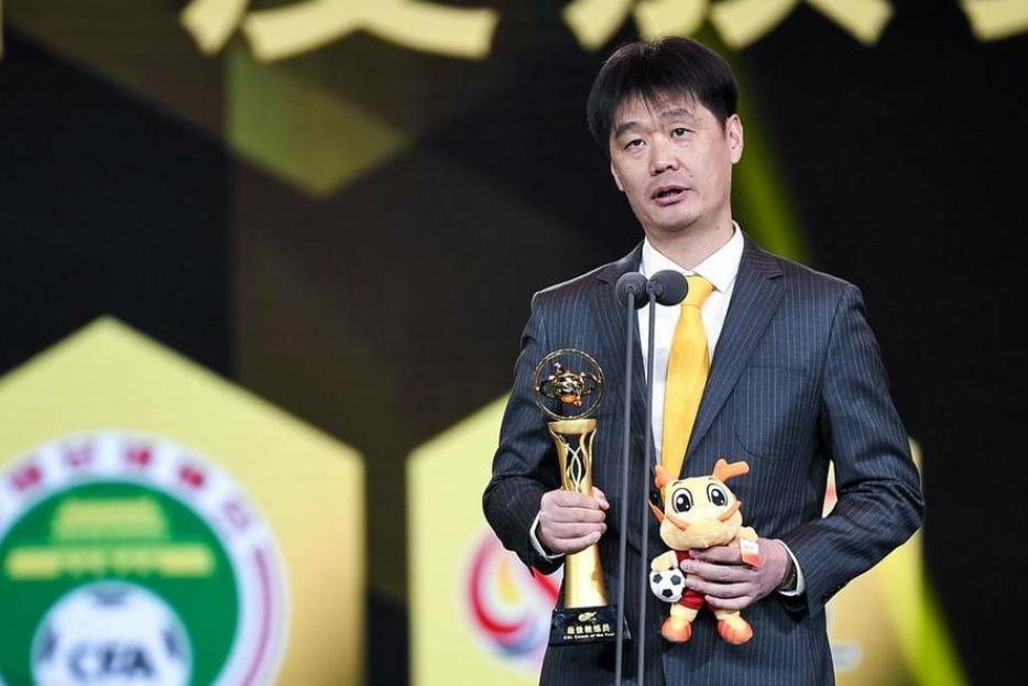 山东鲁能主教练李霄鹏当选为2019赛季中超联赛最佳主帅