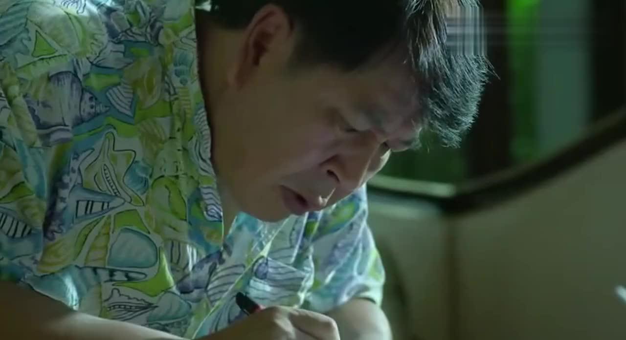 傅老大给余罪爸爸的酒里下药他爸爸还想着生意的事