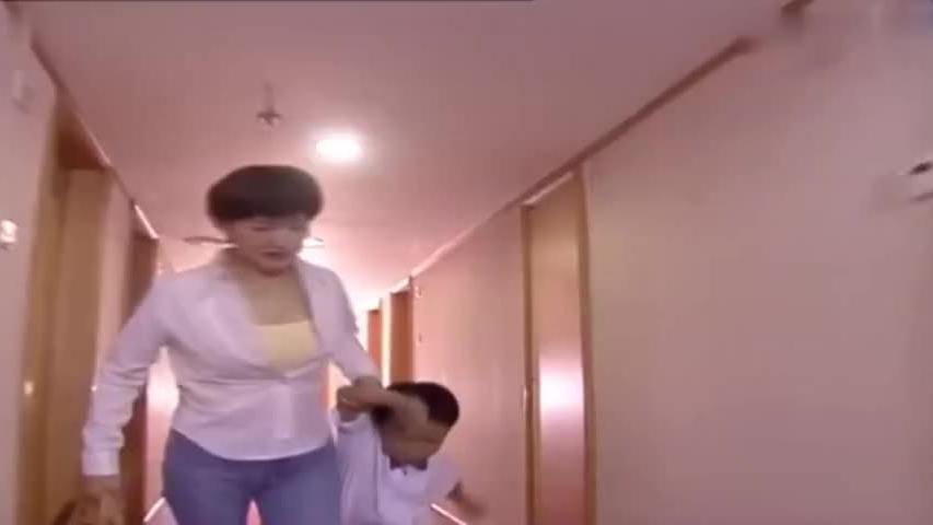 妻子带儿子去广州给丈夫过生日,不料丈夫打开门妻子崩溃