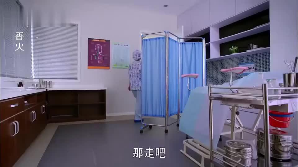 美女去医院做妇科手术,医生让她躺床上,不料竟然进来个男医生