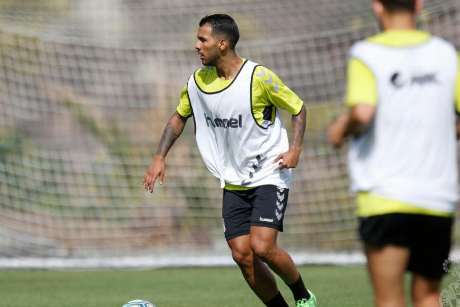拉斯帕尔马斯俱乐部官方表示:球员比埃拉内收肌受伤