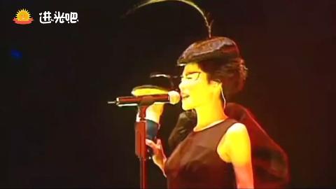 王菲菲比寻常演唱会《开到荼蘼》一开口便全面沦陷,太好听了