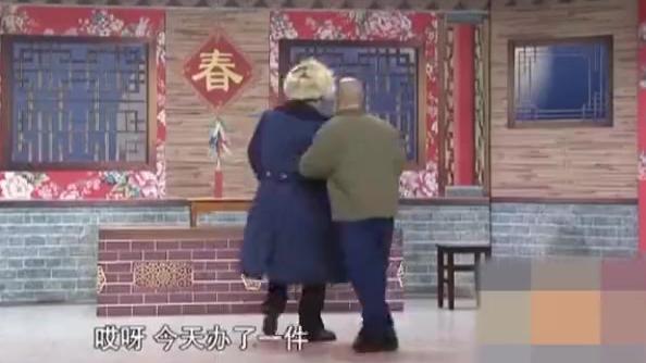 捐助:赵本山把王小利的存款捐出去了,王小利懵了,实在太逗了