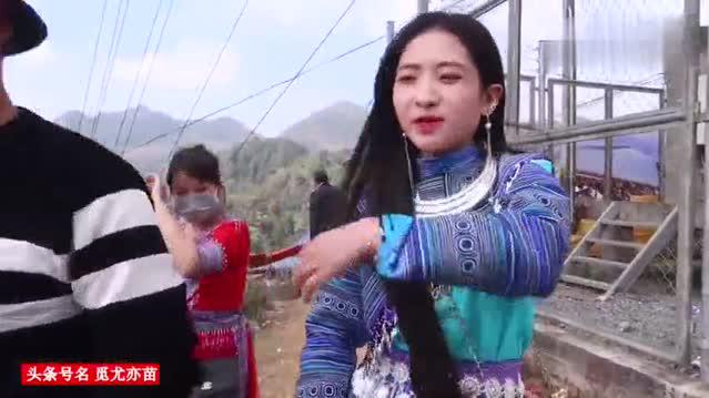 越南苗族花山节苗族女孩表演精彩芦笙舞