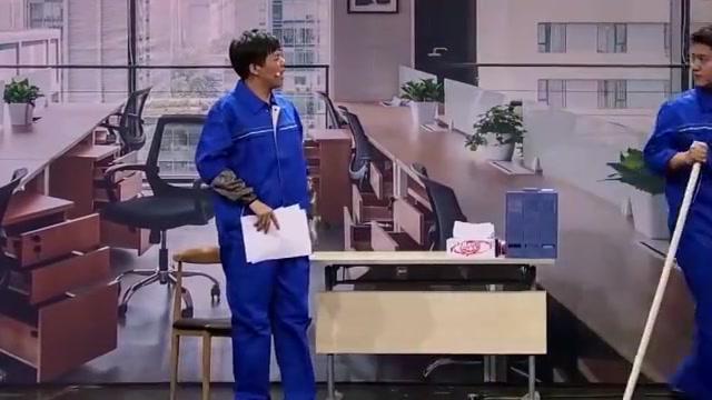 喜剧班:员工背后说领导坏话,结果老板就在身后,被罚扫厕所