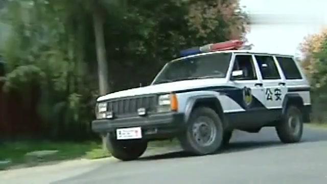 影视:警队追查通缉犯,不料看到通缉犯资料,警员竟当场昏过去!