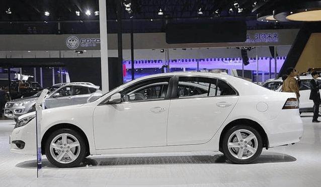 一汽推出全新轿车, 颜值不输宝来, 长近5米, 配2.0T动力, 卖15万