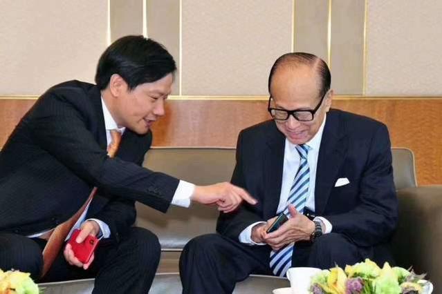 双十一你在花钱,李嘉诚则又赚了上百亿,随便又捐了6亿支持香港