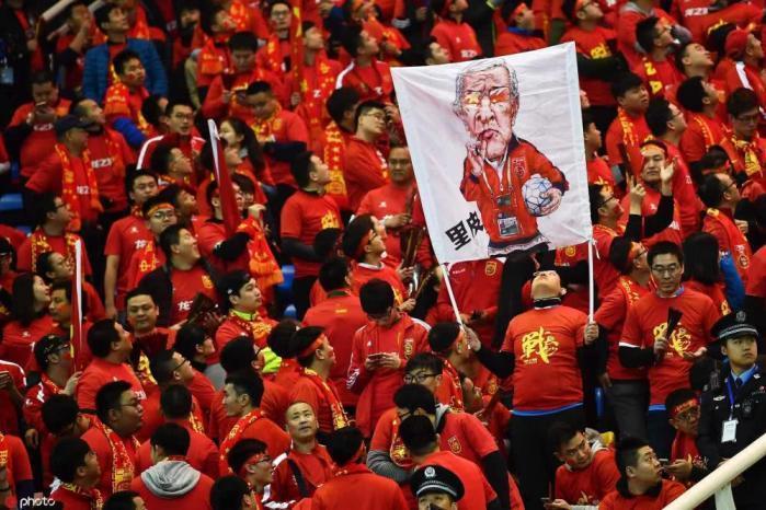 里皮,一个连他金主都不尊重的人!你还能指望他尊重中国足球吗?