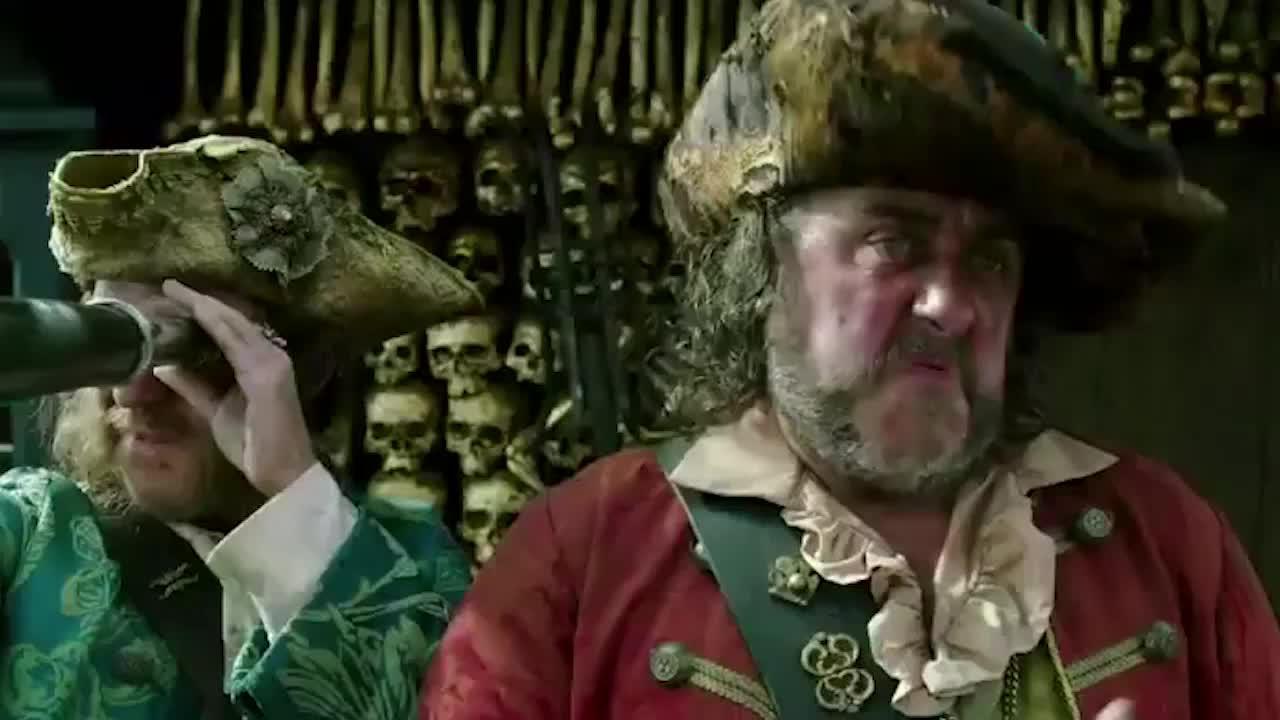 加勒比海盗5:鬼船光天化日玩翘头,这还是一艘船吗?