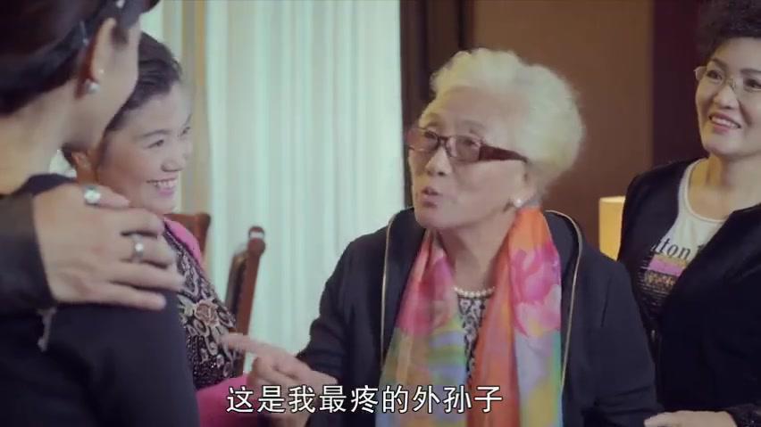 体育老师:姥姥送的手镯,代安芬摘不下来,老韩:你是我媳妇了