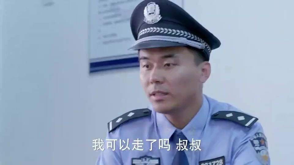 麻辣变形计:美女真是警察局常客呀,跟警察都称兄道弟的