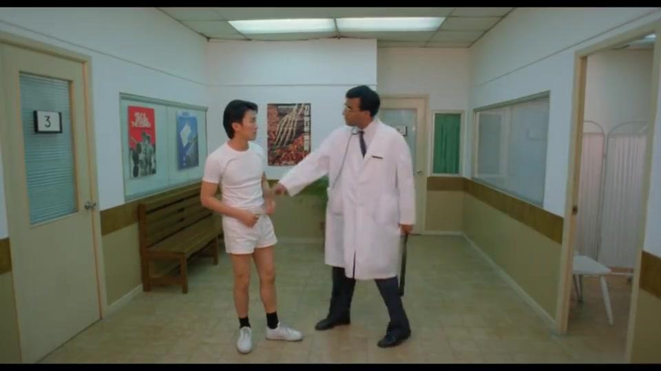 医生给星哥做深入检查,不料骠叔一来,两人位置就互换了