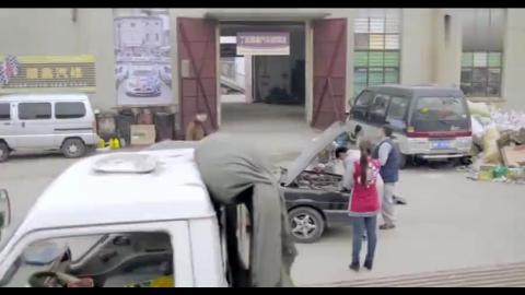 大叔刚出狱去应聘汽车维修师傅,一把螺丝刀就能听出毛病神了