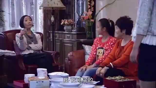单亲妈妈欣喜宣布新恋情,姥姥拍手叫好,怎料小外孙女愤怒离去
