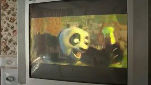 丈夫毒打妻子,警察上门丈夫却说在看功夫熊猫,妻子竟不敢说真话