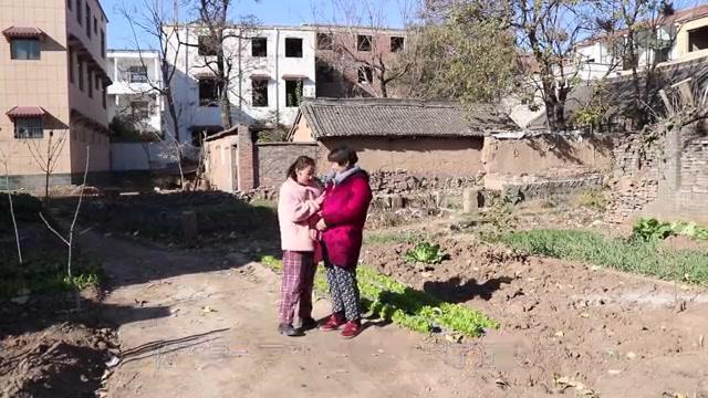 40岁单身女儿嫁给乞丐为妻,母亲不同意,婚后三个月才知女儿有福