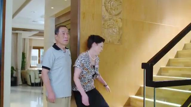 婚姻时差:李海出去找赵晓菲,不料吴婷给他打来电话,让他回去了