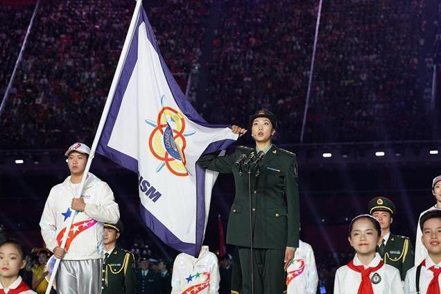袁心玥火了!军运会开幕式代表运动员宣誓,全程脱稿表现真给力