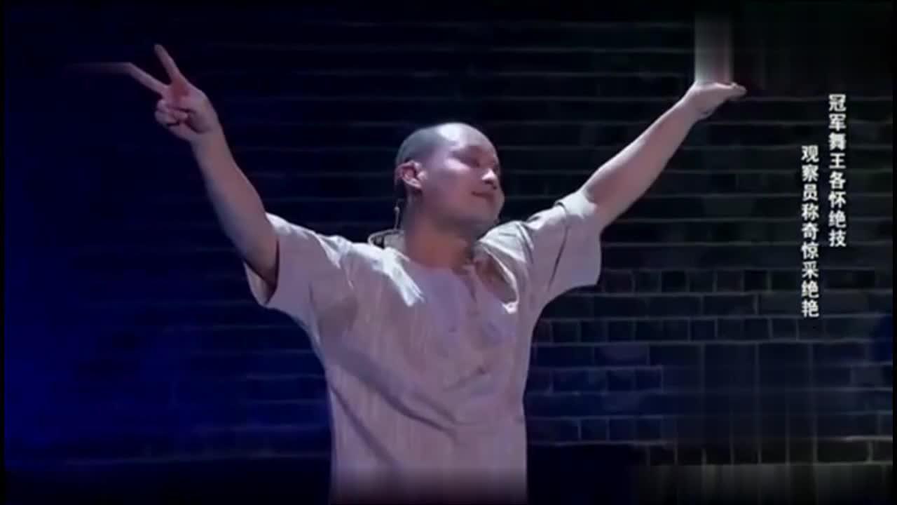 宋丹丹看完表演都想哭郭德纲已抑制不住泪水小伙表演太惊讶了