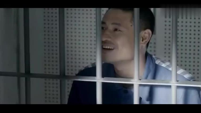 妻子带保姆去看望监狱老公,老公看到保姆后失控