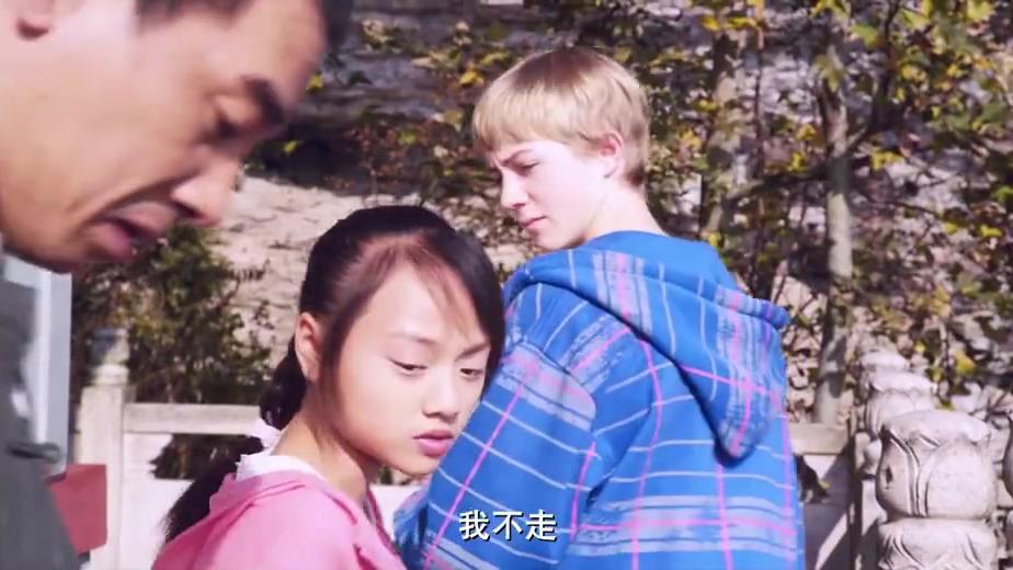 小女孩来送笛子,陈小春连忙道谢,直言这笛子丢了他必死