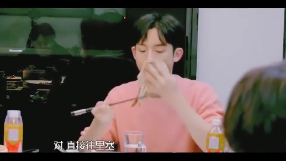 我们的师父:董思成花式吃烤鸭笑喷饭,倪萍赵忠祥都看呆了