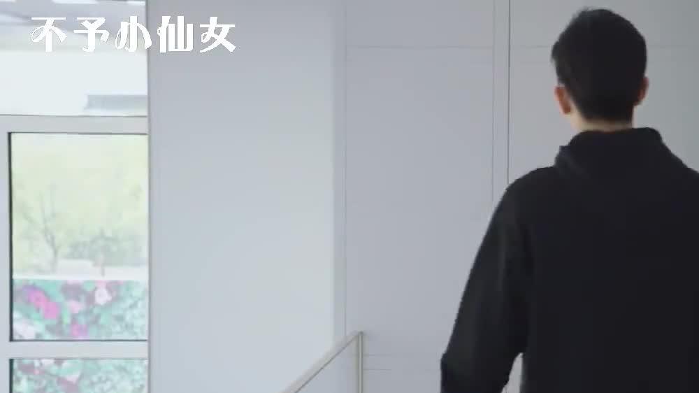 韩商言被爷爷吐槽,佟年帮他说话,却不知他在楼上!