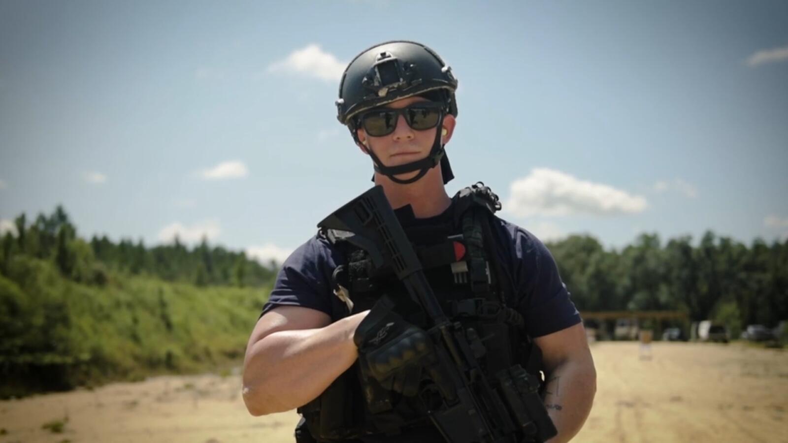 新奥尔良海岸警卫队武器训练,脑海里咋出现烤鸡翅了呢