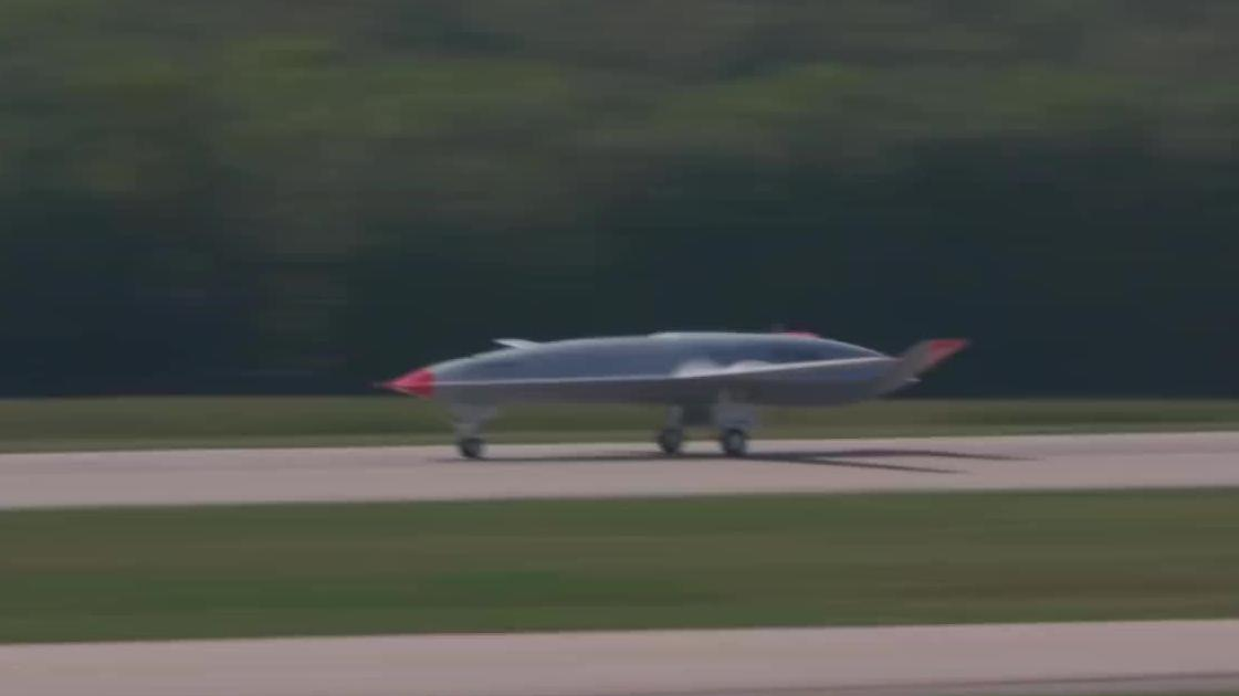 波音MQ-25隐形无人加油机首飞测试,能够给4-6架战机空中加油!