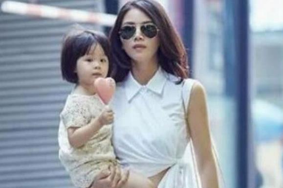 她曾是陈思诚的最爱,后嫁富豪却被出轨,如今成单身妈妈!