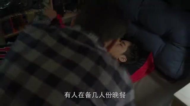 季杨杨睡着了也很帅,老季给儿子盖被子,满满的都是说不出的父爱