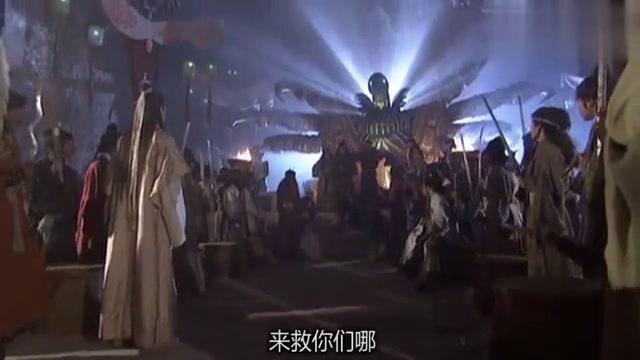 乌老大带一群人包围了灵鹫宫众人,竟对她们拳打脚踢,真是太狠了