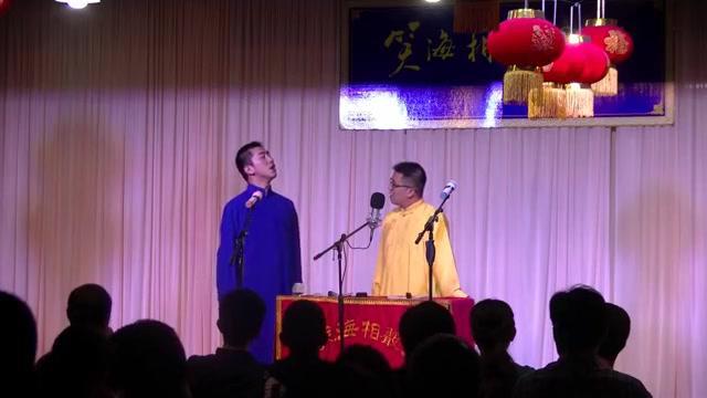 相声《生财无道》,周军纠正李佳峰的错误,李佳峰却逗笑全场!