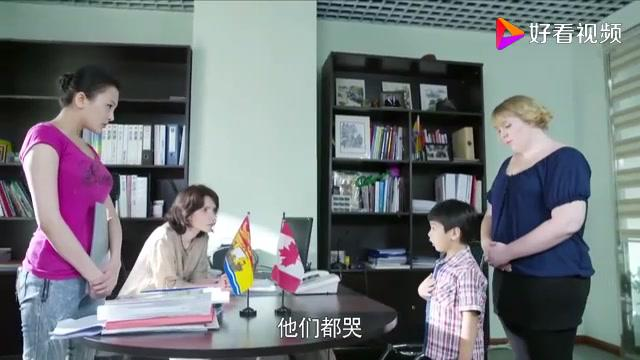 熊孩子被妈妈打找老师告状,没想惹了大祸,害的妈妈直接被带走