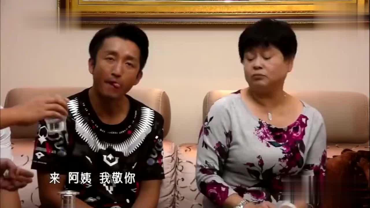 拳王邹市明与朋友欢聚一堂岳母一觉醒来再也压抑不住怒火