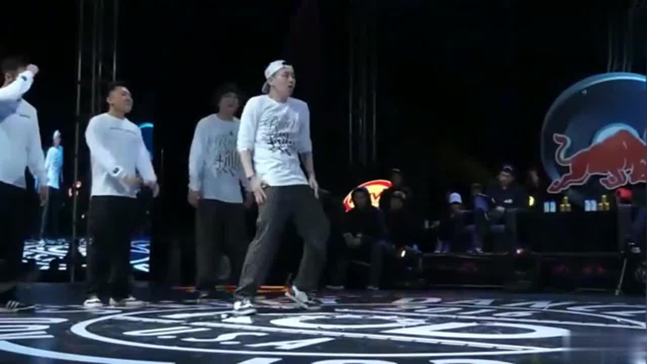 KOD街舞比赛杨文昊超酷的一段舞蹈这身体震动太牛皮了