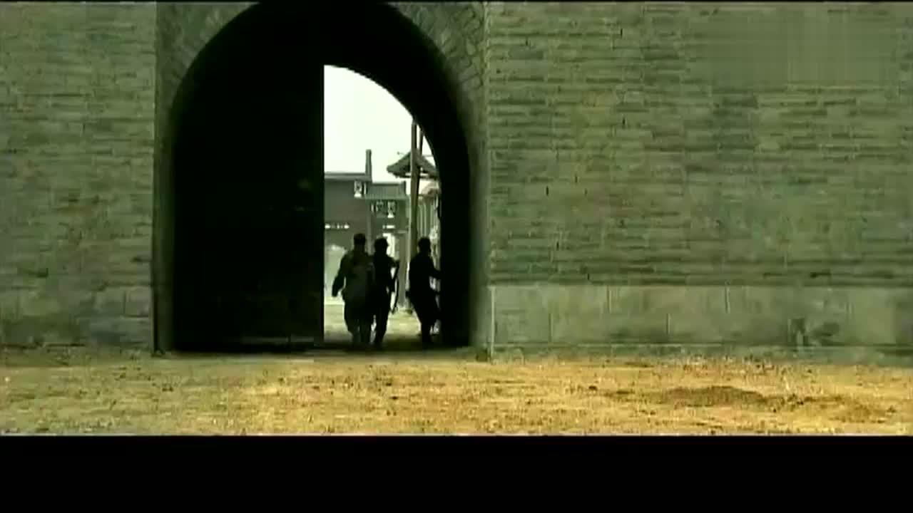 影视鬼子部队假装要旅游,中国军队故意放入瓮城,上演瓮中捉鳖