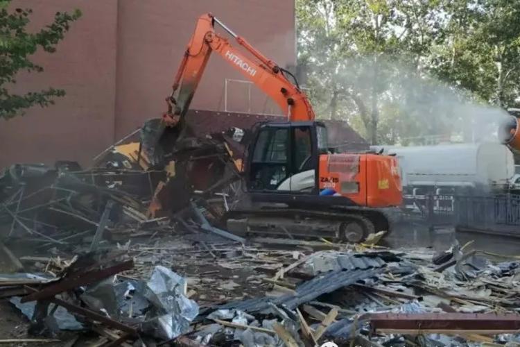 拆违力度只增不减!迎宾路与学院街交口违法建筑被集中拆除!